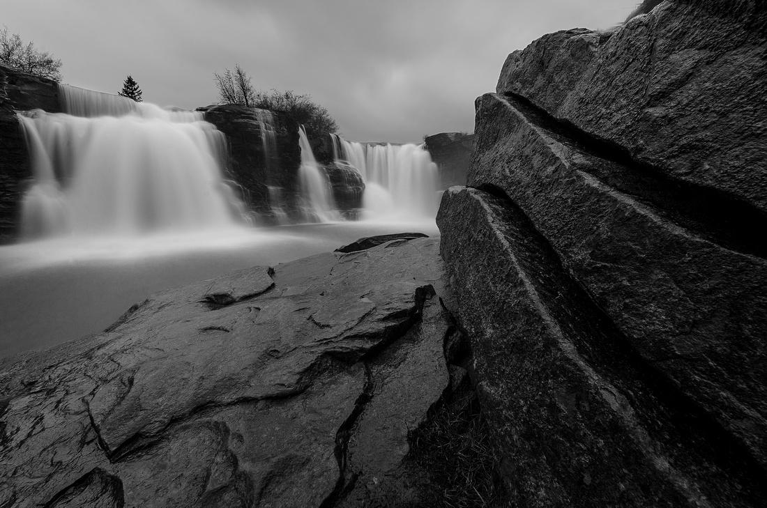 Lundbreck Falls in B&W