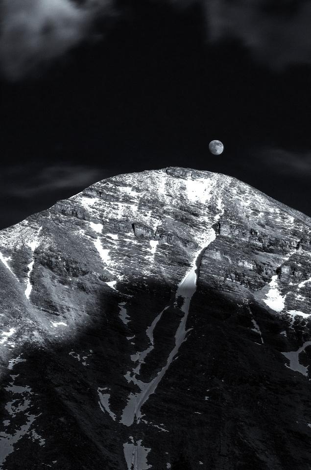 Rising Moon vs Setting Sun
